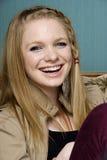 Schönes junge Frauen-Lächeln Lizenzfreies Stockbild