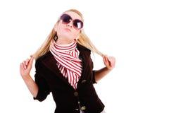 Schönes junges anziehendes Mädchen in der Jacke Lizenzfreies Stockfoto