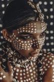 Schönes junges attraktives modernes vorbildliches Porträt mit tradi lizenzfreie stockfotografie
