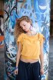 Schönes junges blondes Baumuster. Graffiti Lizenzfreie Stockbilder