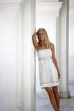 Schönes junges blondes Frauenportrait. Lizenzfreie Stockfotos