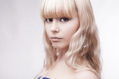 Schönes junges blondes Mädchen Stockfotos