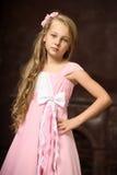 Schönes junges blondes Mädchen mit dem langen Haar Stockfoto