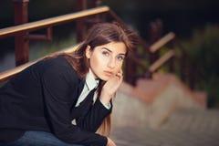 Schönes junges Brunettemädchen Stockbilder