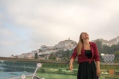 Schönes junges entspannendes Mädchen Stockfotografie