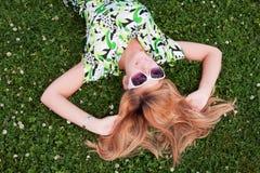 Schönes junges Mädchen lizenzfreie stockfotos
