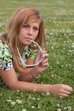Schönes junges Mädchen stockfoto