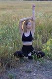 Schönes, junges Mädchen auf einem weißen Hintergrund, Porträt Stockfotos