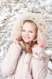 Schönes junges Mädchen in einer Haube Stockbild