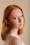 Schönes junges Mädchen in einer Kurve Lizenzfreie Stockfotografie