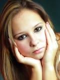 Schönes junges Mädchen im Studio Lizenzfreies Stockbild