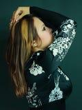 Schönes junges Mädchen im Studio Lizenzfreie Stockfotos