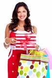 Schönes junges Mädchen mit einem Weihnachtsgeschenk. Lizenzfreies Stockbild