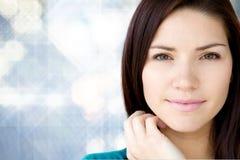 Schönes junges Mädchen mit frischer Haut stockfotos