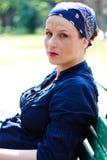 Schönes junges Stillstehen der schwangeren Frau Lizenzfreie Stockfotos