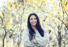 Schönes junges tausendjähriges hispanisches, indianisches, ethnisch gemischtes junge Frauen-Porträt stockfoto
