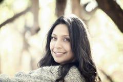 Schönes junges tausendjähriges hispanisches, indianisches, ethnisch gemischtes junge Frauen-Porträt stockbilder