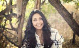 Schönes junges tausendjähriges hispanisches, indianisches, ethnisch gemischtes junge Frauen-Porträt lizenzfreie stockbilder
