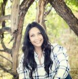 Schönes junges tausendjähriges hispanisches, indianisches, ethnisch gemischtes junge Frauen-Porträt lizenzfreies stockfoto