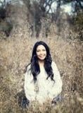 Schönes junges tausendjähriges hispanisches, indianisches, ethnisch gemischtes junge Frauen-Porträt lizenzfreies stockbild