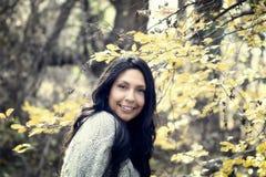 Schönes junges tausendjähriges hispanisches, indianisches, ethnisch gemischtes junge Frauen-Porträt lizenzfreie stockfotografie