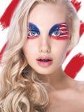 Schönes junges weibliches Gesicht mit mehrfarbigem Make-up der hellen Mode Lizenzfreies Stockbild
