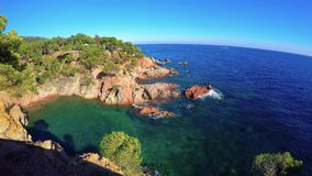 Schönes Küstendetail von Costa Brava in Spanien stock video footage