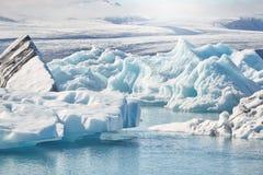 Schönes kaltes Landschaftsbild der isländischen Gletscherlagunenbucht, Lizenzfreie Stockbilder