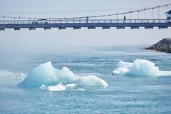 Schönes kaltes Landschaftsbild der isländischen Gletscherlagunenbucht, Lizenzfreies Stockbild