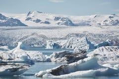 Schönes kaltes Landschaftsbild der isländischen Gletscherlagunenbucht, Lizenzfreie Stockfotos