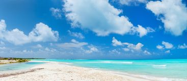 Schönes karibisches Strandpanorama lizenzfreies stockbild