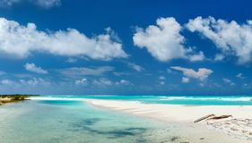 Schönes karibisches Strandpanorama lizenzfreies stockfoto