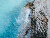 Schönes klares blaues adriatisches Meer, Draufsicht Stockbilder