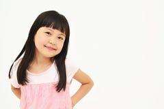 Glückliches kleines Mädchen auf weißem Hintergrund Stockfotos