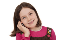 Schönes kleines Mädchen, das an einem Handy spricht Stockfotografie