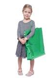 Schönes kleines Mädchen mit der Einkaufstasche lokalisiert Lizenzfreie Stockfotos