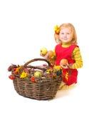 Schönes kleines Mädchen mit Frucht Lizenzfreies Stockfoto
