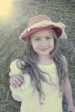 Schönes kleines Mädchen mit Teddybärporträt Lizenzfreies Stockfoto