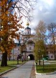 Schönes Kloster in Russland Lizenzfreie Stockfotos