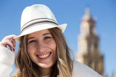Schönes Lächeln der jungen Frau Lizenzfreie Stockfotografie
