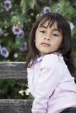 Schönes Lächeln des kleinen Mädchens stockfoto