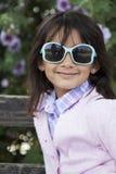 Schönes Lächeln des kleinen Mädchens lizenzfreie stockfotos