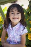 Schönes Lächeln des kleinen Mädchens stockbild