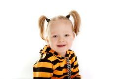 Schönes lächelndes kleines Mädchen Stockfoto