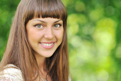 Schönes lächelndes Mädchengesicht lizenzfreie stockfotografie