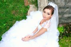 Schönes lächelndes nahes hohes der Braut lizenzfreie stockfotos