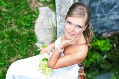 Schönes lächelndes nahes hohes der Braut lizenzfreies stockfoto