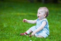 Schönes lächelndes nettes Baby Lizenzfreie Stockbilder