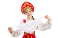 Schönes lächelndes russisches Mädchen im Volkskostüm Lizenzfreies Stockfoto