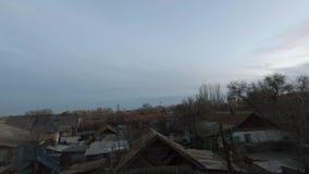 Schönes ländliches Landschaft- und slowmo timelapse auf laufenden Wolken stock video